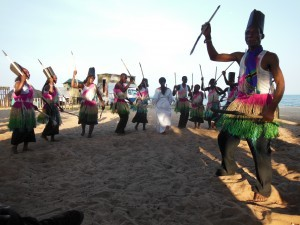 Stammestanz am Strand