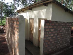 Neue Schultoiletten der Rulenge Primary School