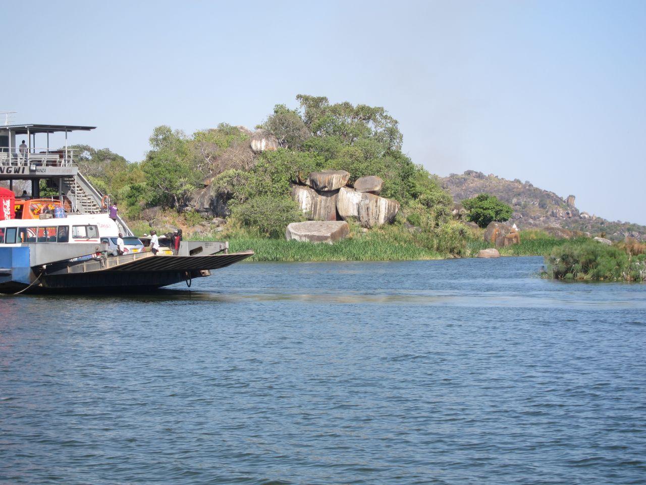 Kleine Überlandfähre nach Mwanza
