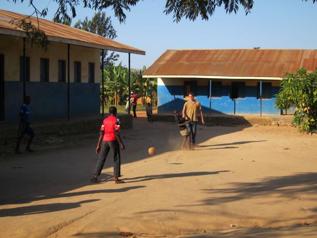 Fußball mit den Schulkindern