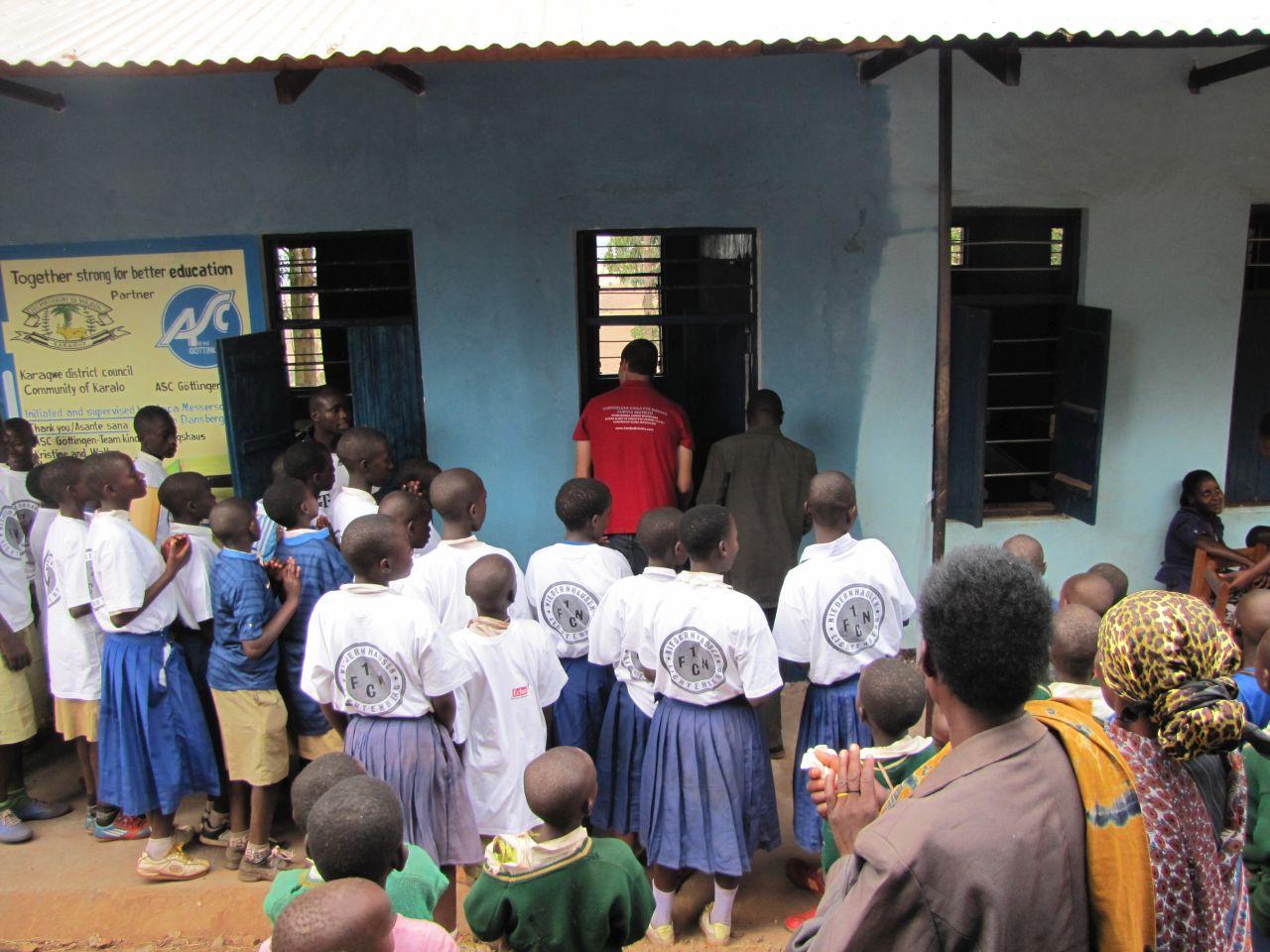 Vor dem Klassenraum